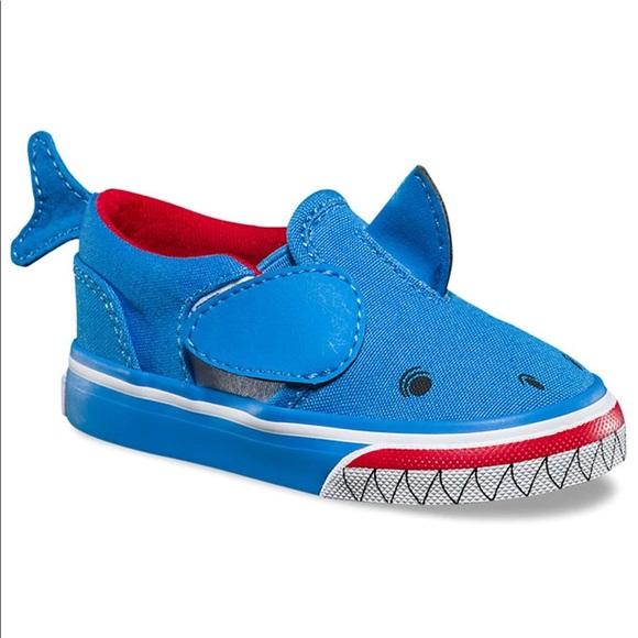 fb3b46c1d9d467 Vans Asher V shark NWT